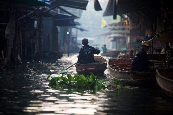 Floating market 13